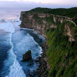 Uluwatu, Bali by Jia Shyi Loy - Novices Only Landscapes ( temple, bali, seashore, uluwatu, sea )