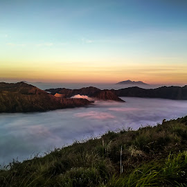 Lautan awan Gunung Bromo by Dheny Prasetia - Instagram & Mobile Android (  )