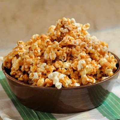 Spicy Caramel Popcorn with Peanuts