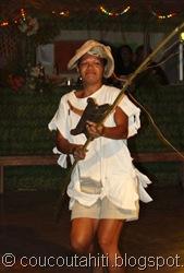 Une pêcheuse avec son fil un peu emmêlé!