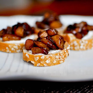Roasted Cinnamon Pear Bruschetta