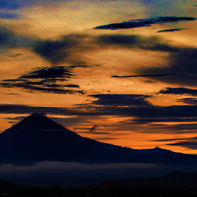 Popocatepetl at sunset by Cristobal Garciaferro Rubio - Landscapes Sunsets & Sunrises ( sunset sun, clouds, popo, mexico, puebla, popocatepetl )