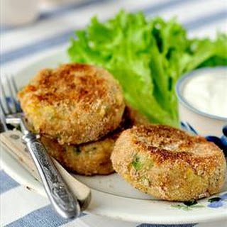 Mediterranean Salmon Cakes With Cucumber Sauce