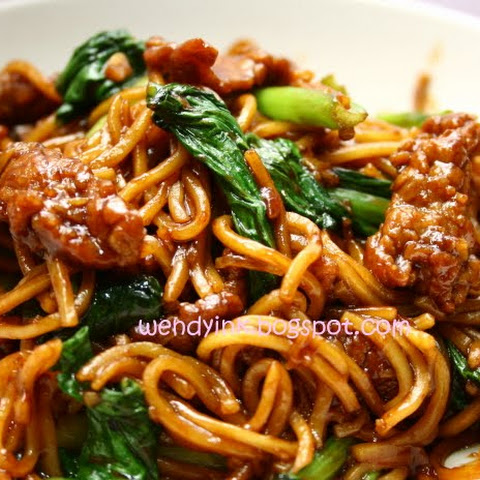 Fried Beef Noodles 炒牛肉面