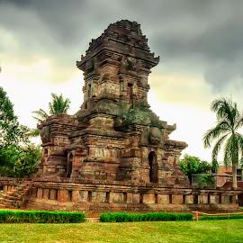 Candi Singosari 2 by Randi Pratama M - Buildings & Architecture Statues & Monuments ( temple, statue,  )