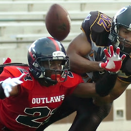 Outlaws VS Tornados Sem-Pro Football 9 by Oscar Salinas - Sports & Fitness American and Canadian football ( outlaws vs tornados sem-pro football,  )