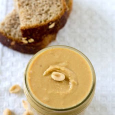 Homemade Creamy Peanut Butter