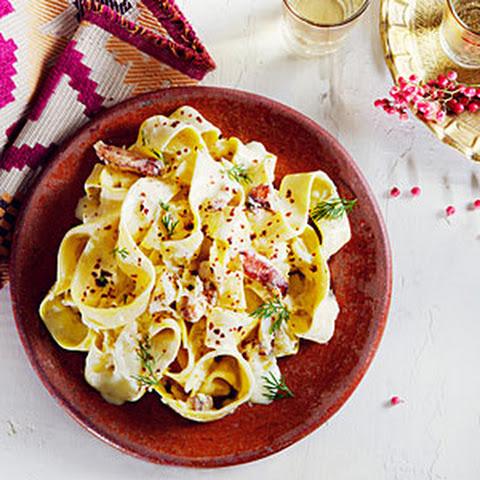 Dungeness Crab and Garlicky Yogurt Pasta