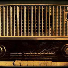  Vintage radio ©Klaus Van Allen by Klaus Van Allen - Artistic Objects Musical Instruments