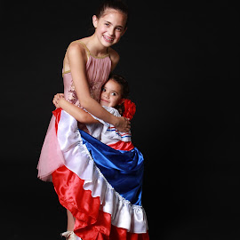 Isabelle and Sam by Spacer Conrad - Novices Only Portraits & People ( girls, hug, dress, ballerina, dancer )