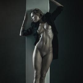 Chucha  by Dmitry Laudin - Nudes & Boudoir Artistic Nude ( studio, girl, posing )