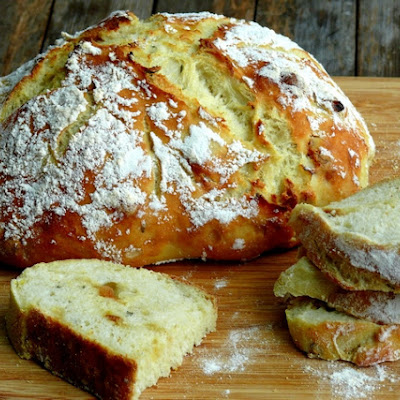 Easy-Artisan Roasted Garlic-Rosemary Bread