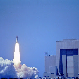 We Have Liftoff! by David Hannah - News & Events US Events ( liftoff, rocket, launch, shuttle, kennedy space center, challenger, space, space shuttle )