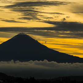 Sunset and volcano by Cristobal Garciaferro Rubio - Landscapes Mountains & Hills ( sunset clouds, volcano, sunset, puebla, volcanoes )
