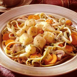 Fettuccine and Scallops With Wine Sauce
