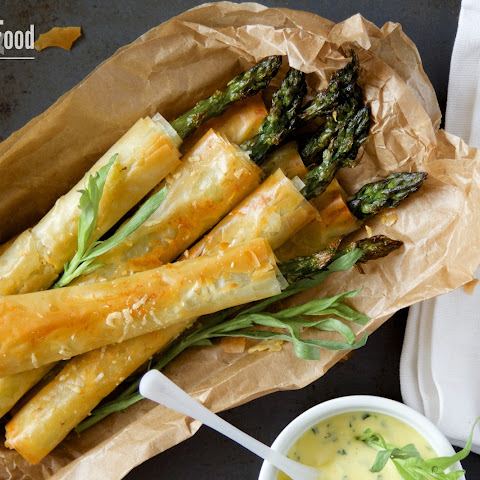 Asparagus in Filo Pastry with Tarragon Dip