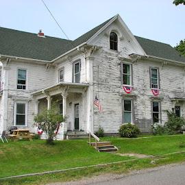 White House, Maine Sea Islands by Lin Nyuk - Buildings & Architecture Homes ( white;house;maine;islands,  )