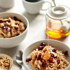 Homemade Oatmeal with Cashews and Honey