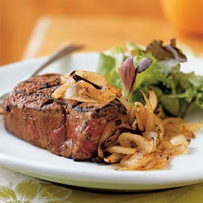 Spicy Filet Mignon with Grilled Sweet Onion