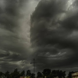 ..arriva?...arriva arriva.. by Domenico Liuzzi - News & Events Weather & Storms