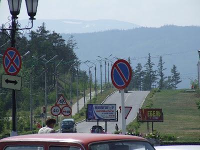Blick vom zentralen Platz in Richtung Hinterland.