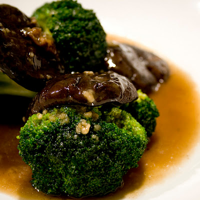 Mushroom & Broccoli with Oyster Sauce