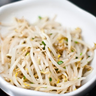 Sukju Namul (Korean Bean Sprout Salad)