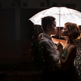rainy day by Ivan Lee - Wedding Bride & Groom ( canon, prewedding, umbrella, night shot, rain )