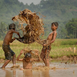 Play Mud by M Reza Saptodi - Babies & Children Children Candids