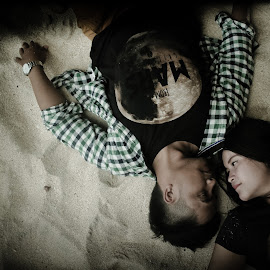 i see you  by Iwan Pebriyanto - People Couples