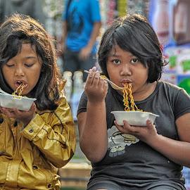 Makan mie bersama sahabat by Judi Januadi Endjun Dua - City,  Street & Park  Street Scenes
