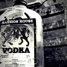 B & W Vodka by Andi Juansyah - Food & Drink Alcohol & Drinks ( photograph, black and white, drink, mansion house, vodka )