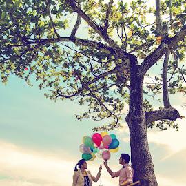 the ballons' romance by Mang Epi - People Couples ( vintage, prewedding, indonesia, couple, fun, nikon, romance, ballon )