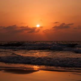 Sunset in the sea by Yuval Shlomo - Landscapes Sunsets & Sunrises