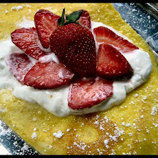 Strawberry Omelet With Sour Cream
