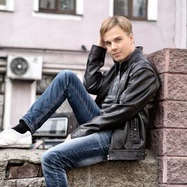 Sitting lad by Vlad Meytin - People Portraits of Men ( guy, vladsm, www.flickr.com/photos/vmwelt, vlad meytin, k.h. imporium co., portraits portrait, pictures, portraits, art pictures, meytin, photography, vladsm.com )