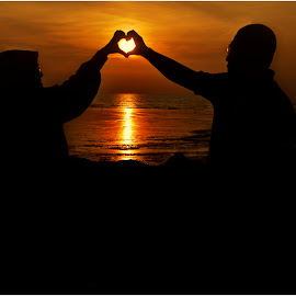 Sunset with love by Nordin Othman - People Couples ( love, wedding, sunset, beach, couples,  )