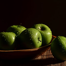 Drops by Margareth Perfoncio - Food & Drink Fruits & Vegetables ( apple, drops, light )