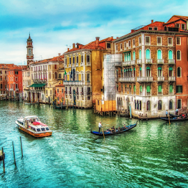Venice: view from Rialto bridge by Andrea Conti - City,  Street & Park  Historic Districts ( venezia, rialto, gondola, boats, ponte di rialto, rialto bridge, venice, cityscape, bridge, italy, canal, gondole )