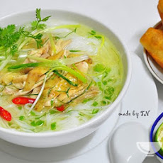 Ingredients of Vietnamese chicken noodle soup recipe (Phở gà)