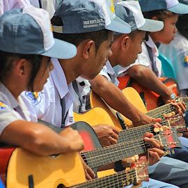 Gitaris Kemerdekaan  by Eman Bria - People Musicians & Entertainers ( Urban, City, Lifestyle )