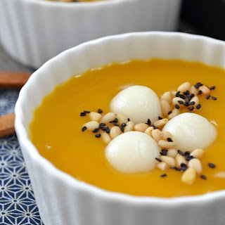 Korean Pumpkin Porridge with Rice Dumplings (Hobakjuk)