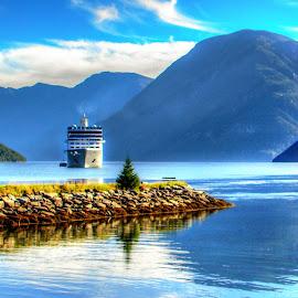 by Mihai Popa - Landscapes Travel ( norvegia, concurs )