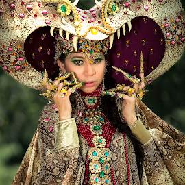 Putri by Eddy Maryamto - People Portraits of Women