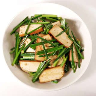 Stir-fry Chive Blossoms with Pressed Tofu (豆幹炒韭菜花)