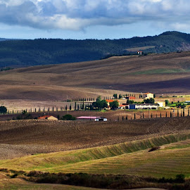 down the valley by Andrzej Pradzynski - Landscapes Travel ( europe, tuscany, val d'orcia, travel, italy )