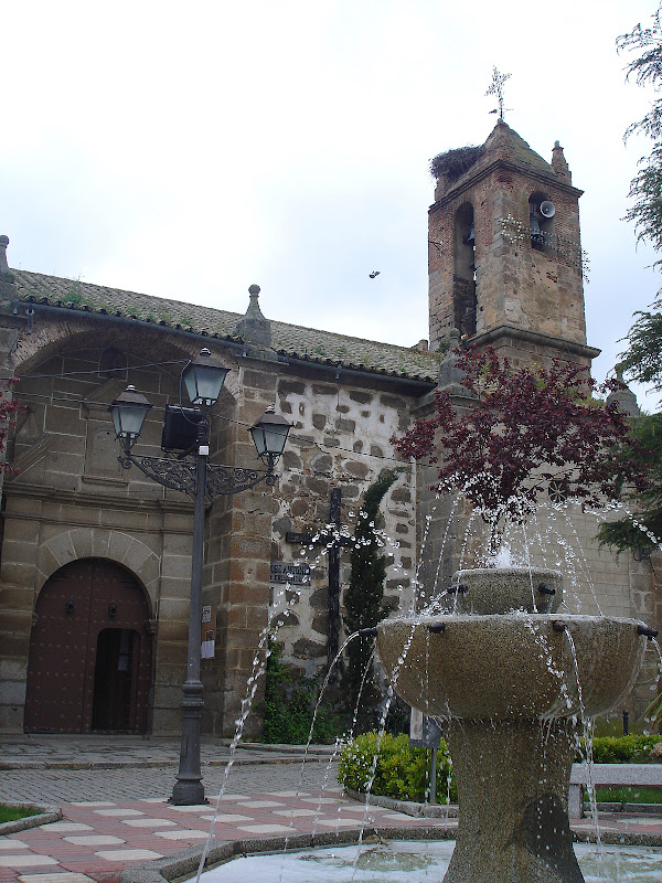 Fuente decorativa de la plaza de la iglesia