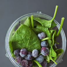 BLUEBERRY SPINACH SUPERFOOD SMOOTHIE (VEGAN)