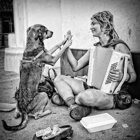 by Doreen Rutherford - Black & White Street & Candid (  )