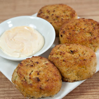 Simple Crab Cakes with Spicy Mayonnaise